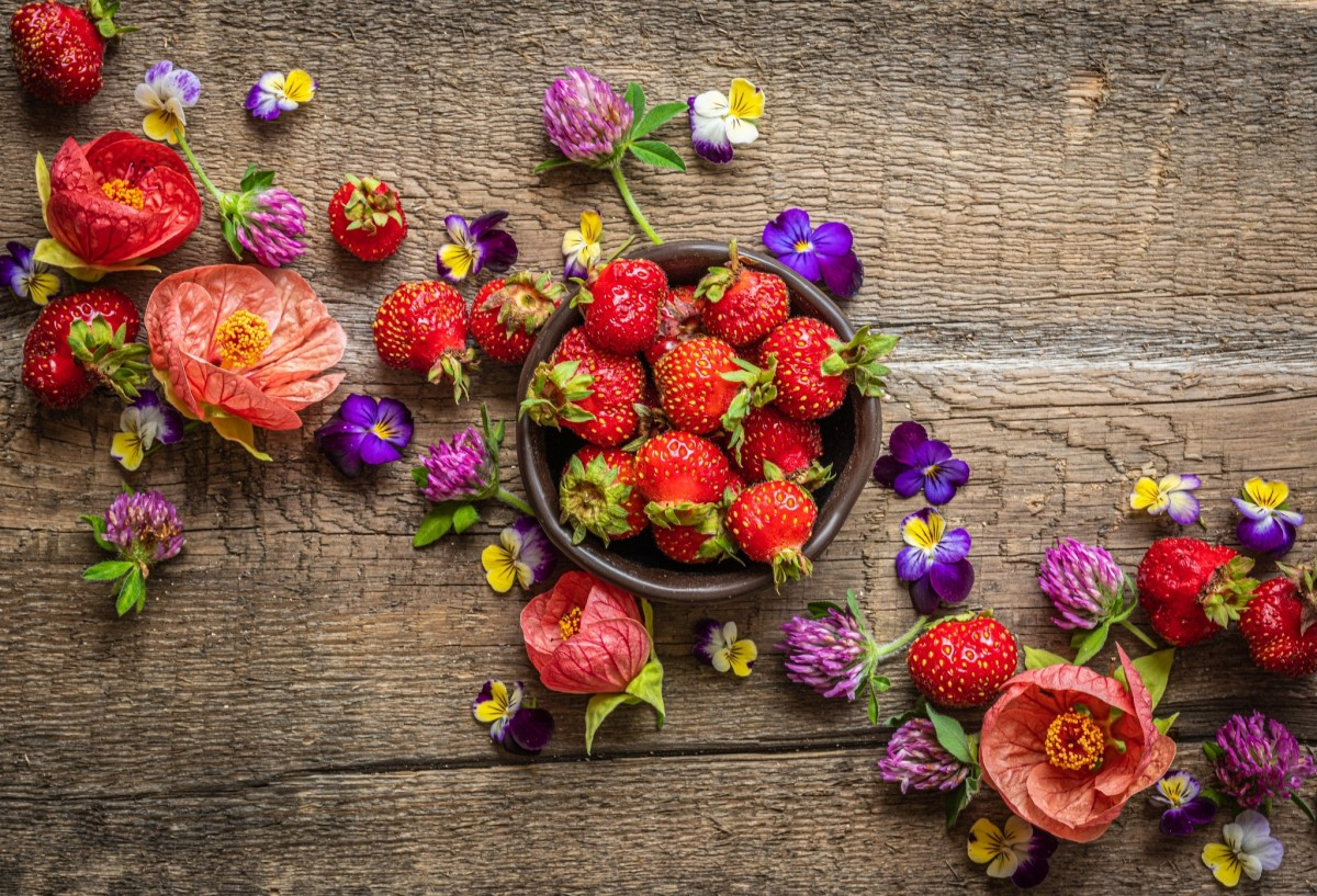 Puzzle Sammeln Puzzle Online - Strawberries and flowers