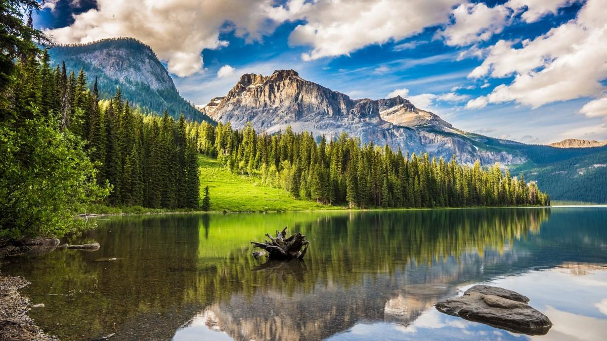 Puzzle Sammeln Puzzle Online - Lake among mountains
