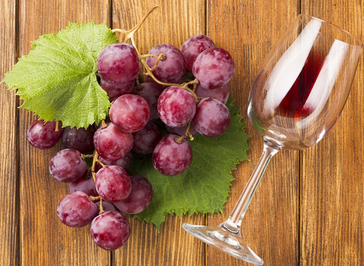 Puzzle Sammeln Puzzle Online - Grapes and a glass