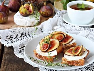 Собирать пазл Sandwiches with figs онлайн