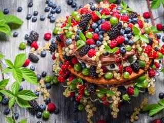 Собирать пазл Dessert of berries онлайн