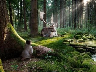 Собирать пазл Girl and deer онлайн