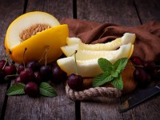 Собирать пазл Melon and cherries онлайн