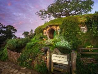 Собирать пазл Hobbit house онлайн