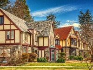 Собирать пазл Tudor houses онлайн