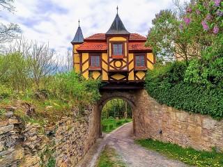 Собирать пазл House over the road онлайн