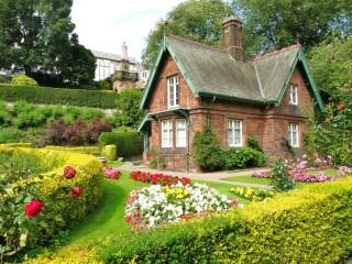 Собирать пазл House in garden онлайн