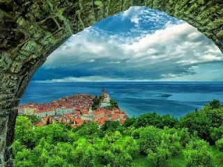 Собирать пазл The City Of Piran онлайн