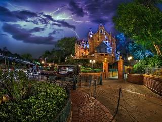 Собирать пазл The storm at Disneyland онлайн