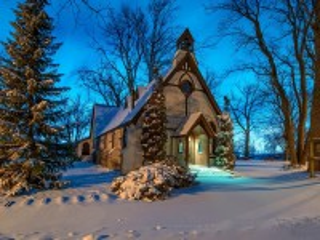 Собирать пазл Temple at winter evening онлайн