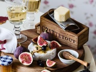 Собирать пазл Figs and cheese онлайн