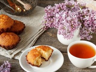 Собирать пазл Cupcakes and lilac онлайн