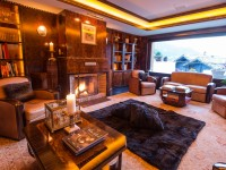Собирать пазл Room with fireplace онлайн