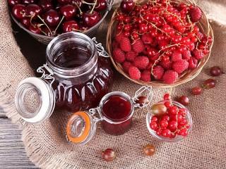 Собирать пазл Red berries онлайн