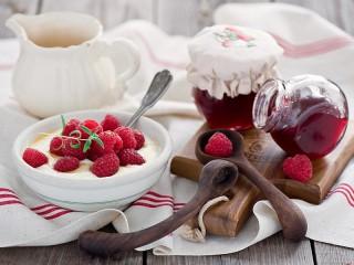 Собирать пазл Raspberries and jam онлайн