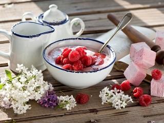 Собирать пазл Raspberry dessert онлайн