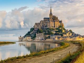 Собирать пазл Mont-Saint-Michel онлайн