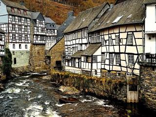 Собирать пазл Monschau Germany онлайн