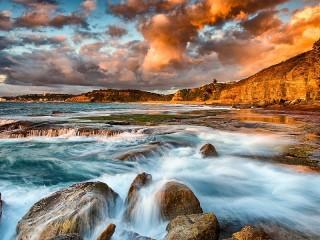 Собирать пазл Sea and rocks онлайн