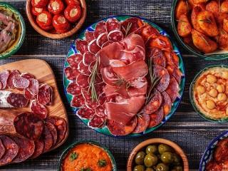 Собирать пазл Meats and snacks онлайн