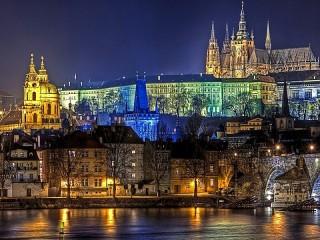 Собирать пазл Night Prague онлайн