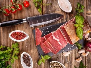 Собирать пазл A knife and meat онлайн