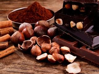 Собирать пазл Nuts with chocolate онлайн