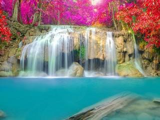 Собирать пазл Osenniy vodopad онлайн