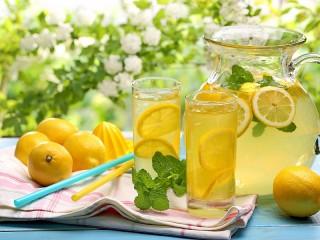 Собирать пазл Osvezhayushchiy limonad онлайн
