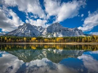 Собирать пазл Reflection of mountains in water онлайн