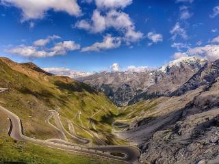 Собирать пазл The Stelvio Pass онлайн