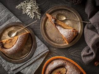 Собирать пазл Cake with pear онлайн