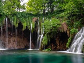 Собирать пазл Plitvice waterfalls онлайн