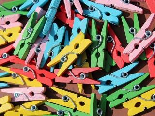 Собирать пазл Clothespins онлайн