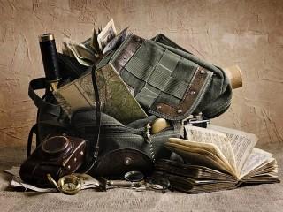Собирать пазл Backpack and map онлайн