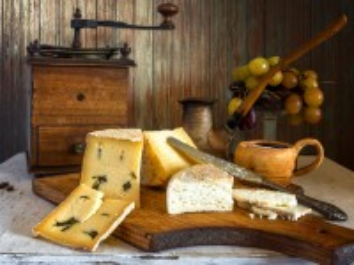 Собирать пазл Cheese and grapes онлайн