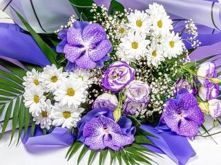 Собирать пазл Lilac-white bouquet онлайн