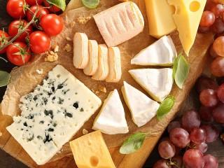 Собирать пазл Cheeses in assortment онлайн