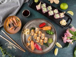 Собирать пазл A plate of sushi онлайн