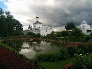Собирать пазл Tolgskiy monastir онлайн