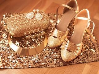 Собирать пазл Shoes and handbag онлайн