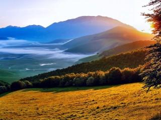 Собирать пазл Morning in valley онлайн
