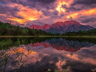 Собирать пазл Evening over the lake онлайн