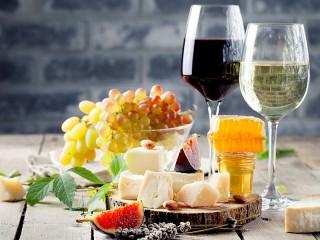 Собирать пазл Wine and appetizer онлайн