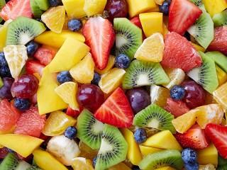 Собирать пазл Delicious salad онлайн