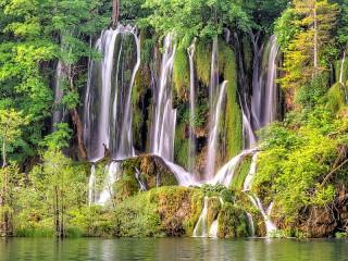 Собирать пазл Waterfalls Of Croatia онлайн