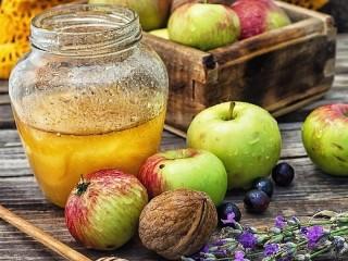Собирать пазл Apples and honey онлайн