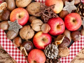 Собирать пазл Apples and nuts онлайн