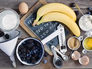 Собирать пазл Berries and bananas онлайн