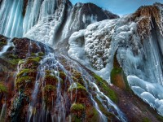 Собирать пазл Frozen waterfall онлайн
